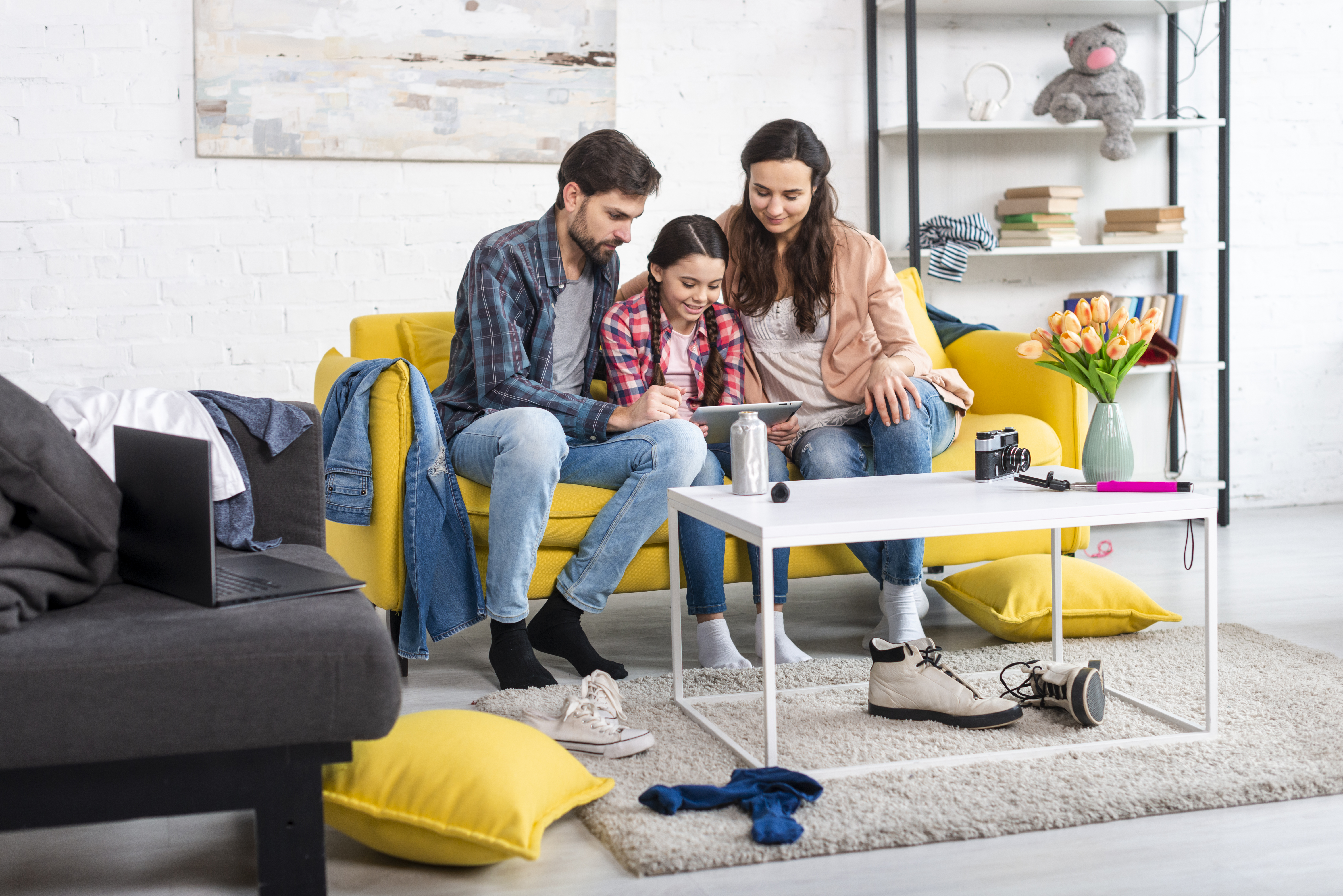 long-shot-happy-family-untidy-home